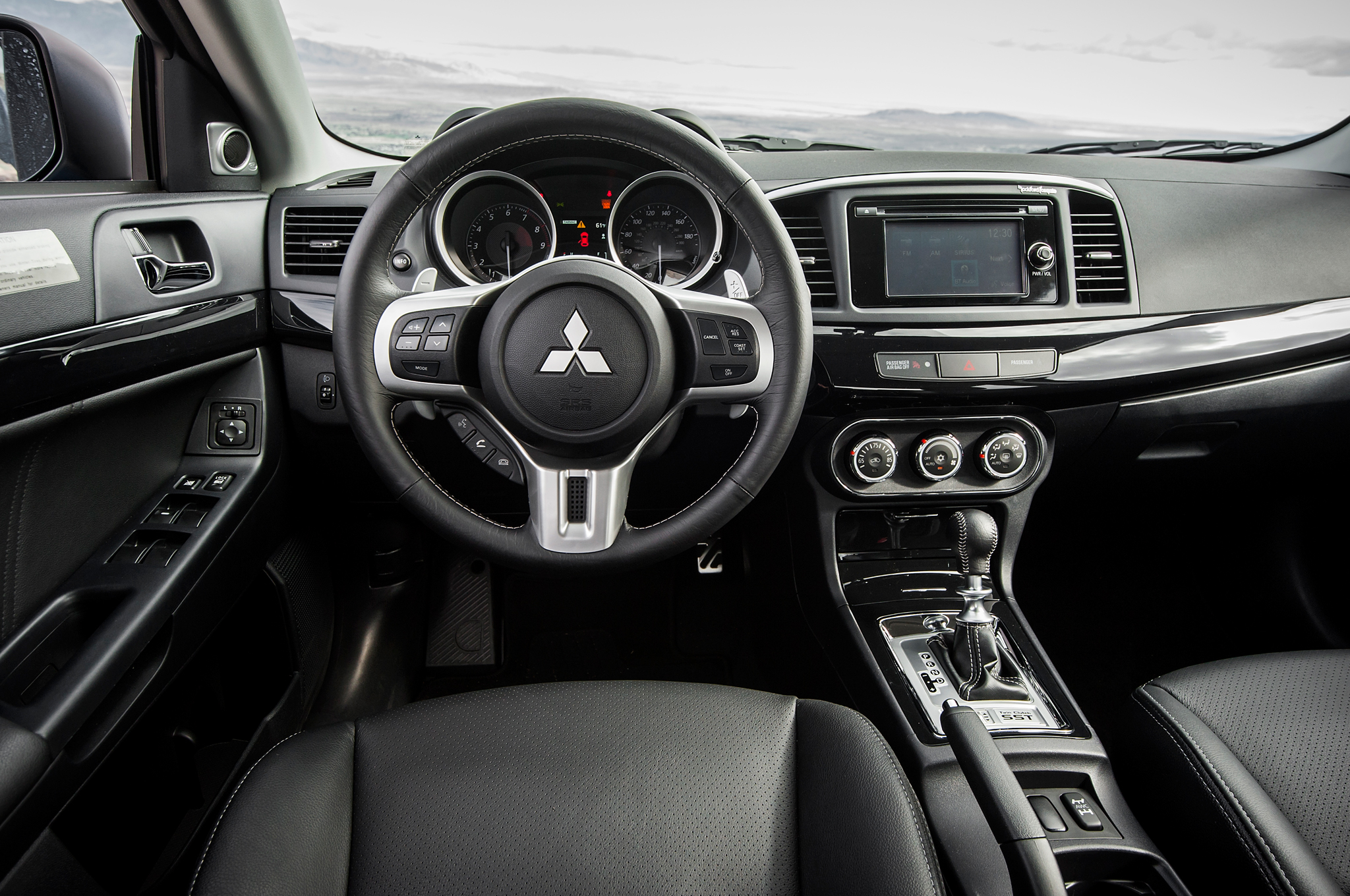 2015-mitsubishi-lancer-evolution-mr-cockpit1