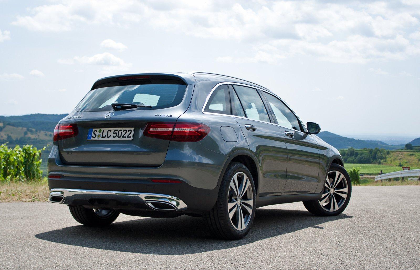 2016-Mercedes-GLC-3
